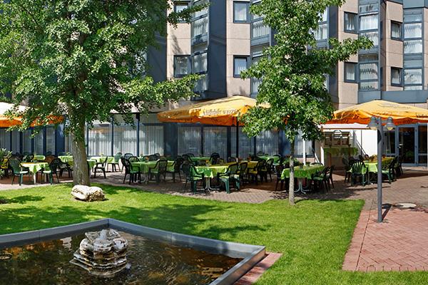 terrasse_02_ramada_hotel_bruehl
