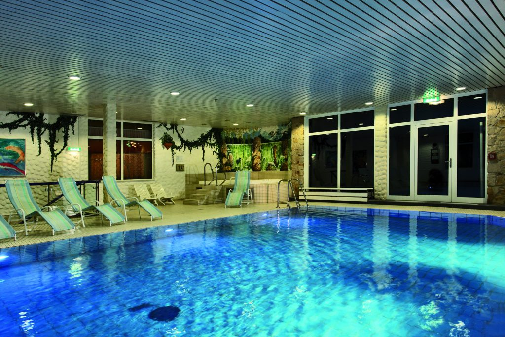 wellness-pool-01-hplus-hotel-willingen