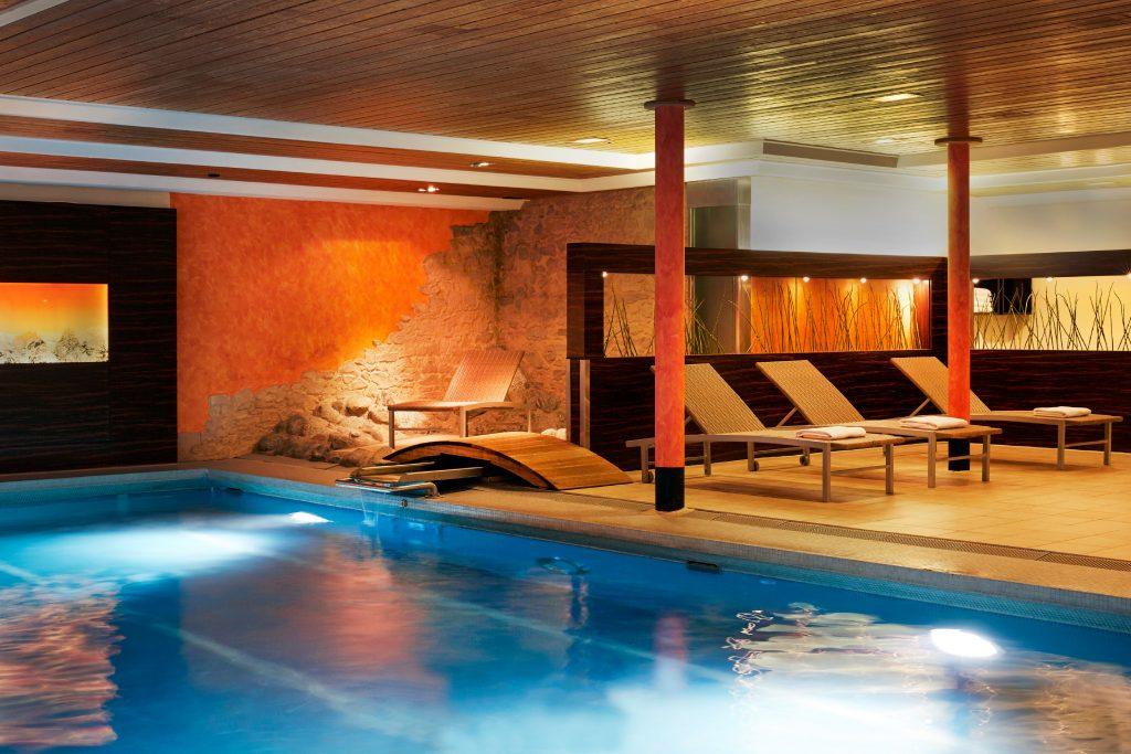 Schwimmbad - Ramada Hotel Regina Titlis