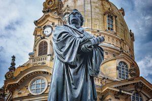 Martin Luther Statue vor der Frauenkirche Dresden